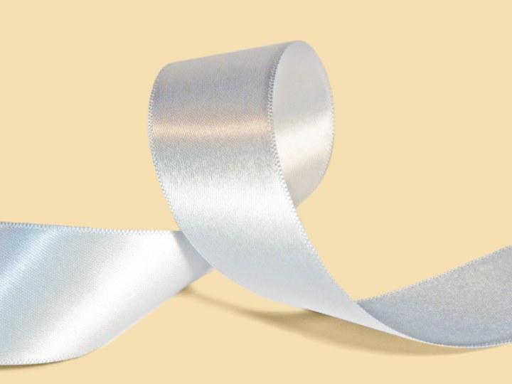 Ярлык для одежды из атласной ленты